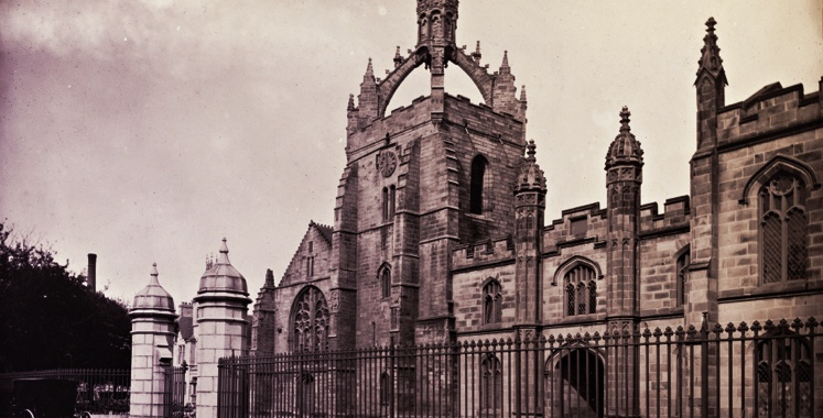 Black and white old fashioned photo of University of Aberdeen