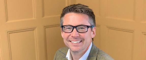 Chris Morling, man with glasses smiling